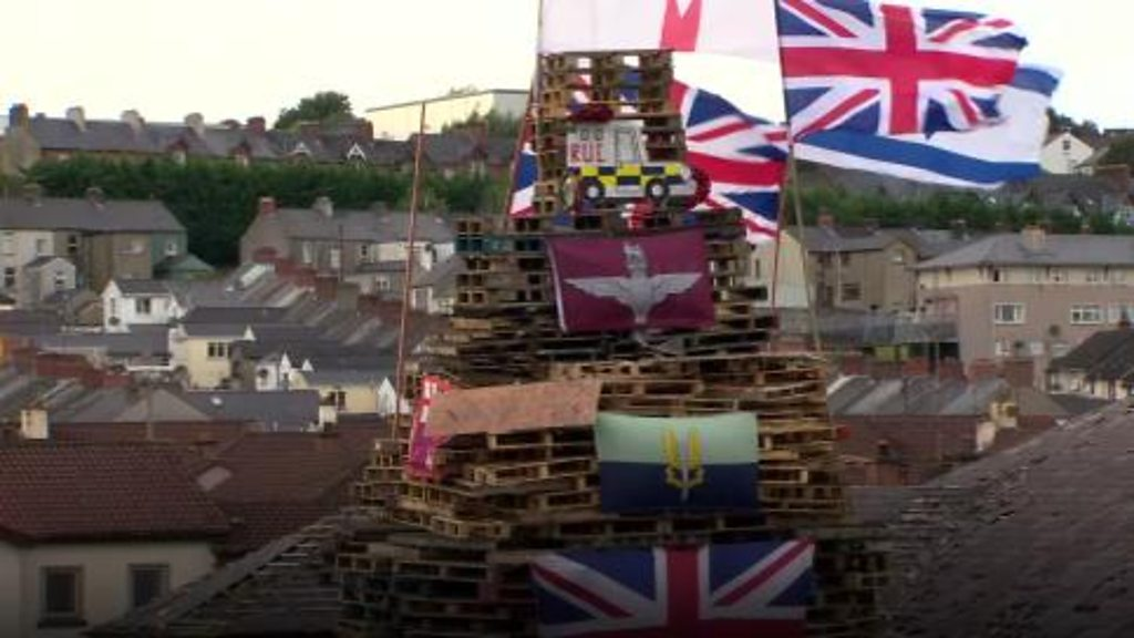 Murdered officers' names burned on Londonderry bonfire