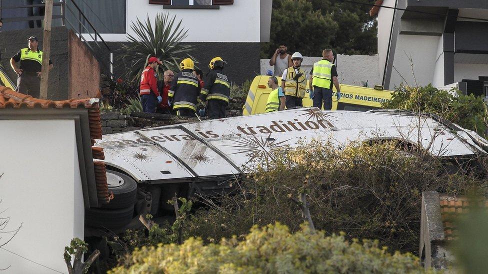 Hitna služba i vatrogasci na mestu nesreće, Madeira, 17. april 2019.