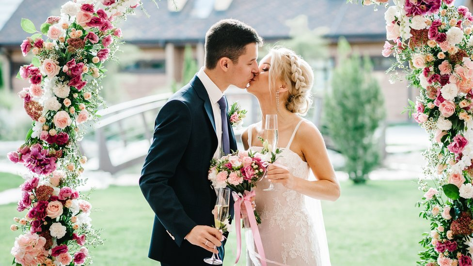 An Oceanfront Wedding in Laguna Beach   Martha Stewart