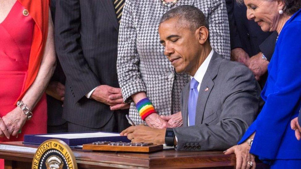 أوباما يستخدم اليد اليسرى