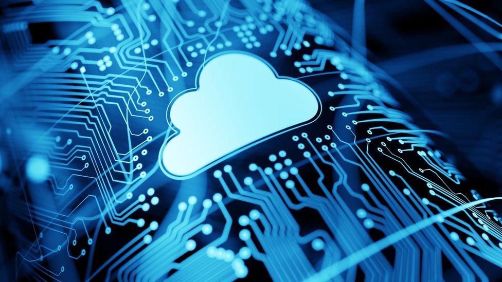 Dibujo de una nube en un fondo tecnológico