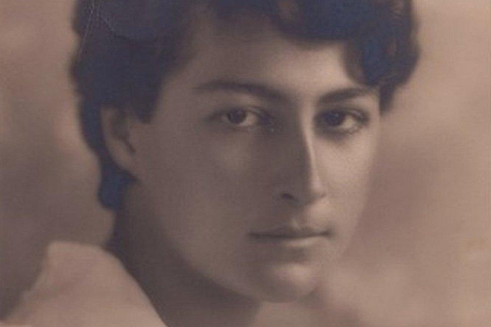 برزت موريل غاردنر باعتبارها الليبرالية الوحيدة في عائلة يمينية ثرية
