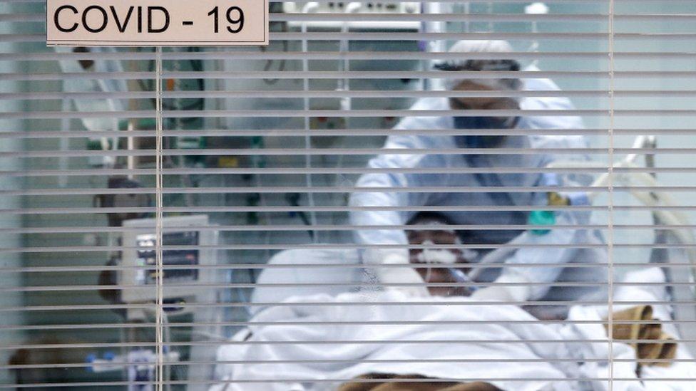 homem intubado em Porto Alegre