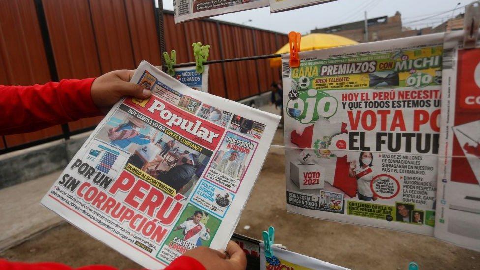 Prensa peruana en día de elecciones.