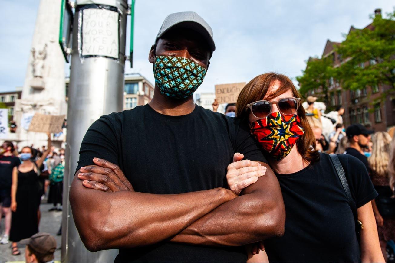 نسبة كبيرة من المواطنين غير البيض قالوا إنهم تعرضوا للتمييز من قبل الشرطة والمدارس والجامعات والمتاجر والمحلات