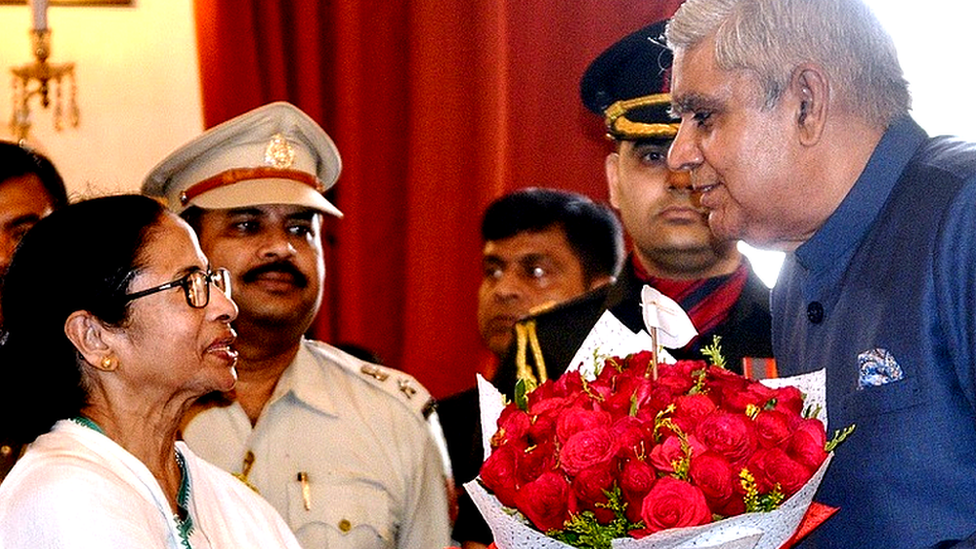 पश्चिम बंगालः राज्यपाल जगदीप धनखड़ को विधानसभा में घुसने से रोका