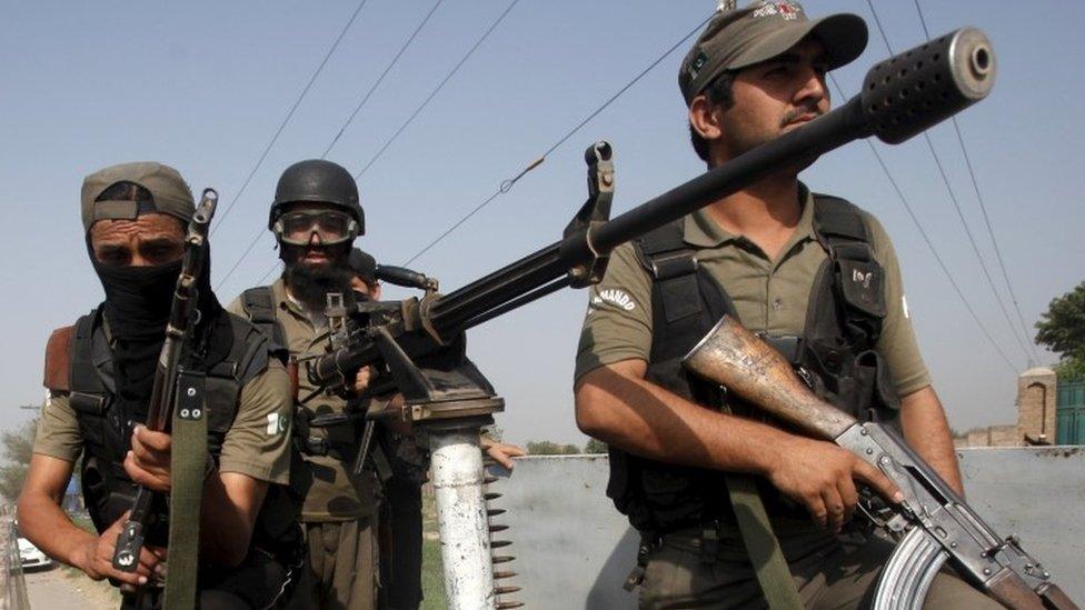 Pakistani soldiers in Peshawar (18 September 2015)
