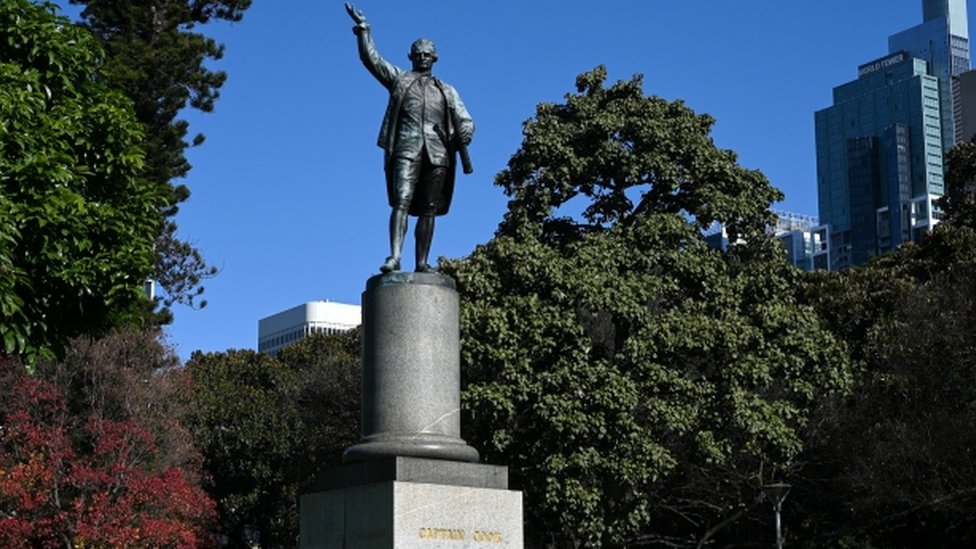 Captain Cook statue in Sydney