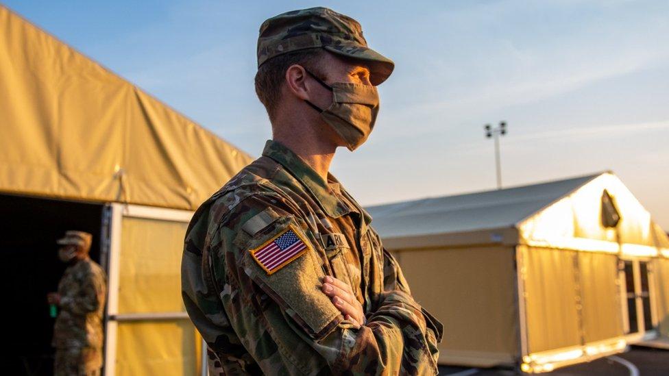 جندي أمريكي في قاعدة عسكرية في ألمانيا حيث الآلاف من عديد القوات الأمريكية في الخارج