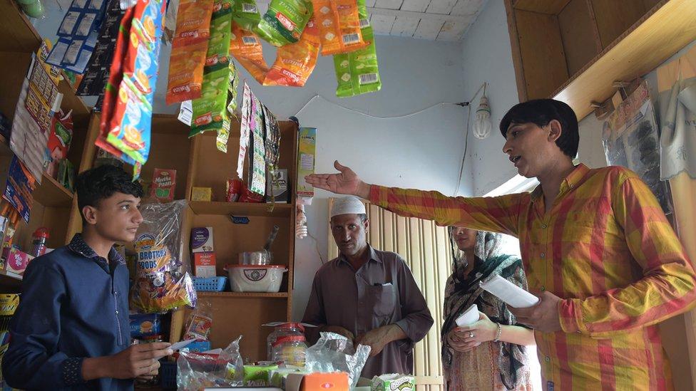 Nadeem Kashish distributes pamphlets in Islamabad, 3 July 2018