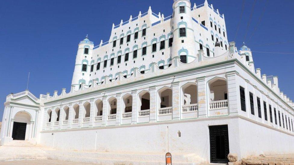 قصر سيئون استخدمت صورته في عملة ورقية يمنية.