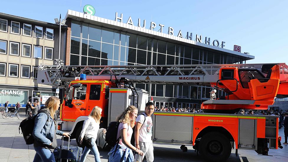 Hostage safe after Cologne railway station drama