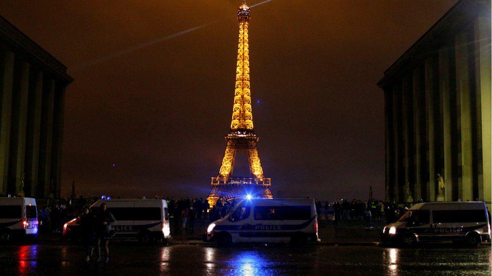Trocadero di dekat Menara Eiffel