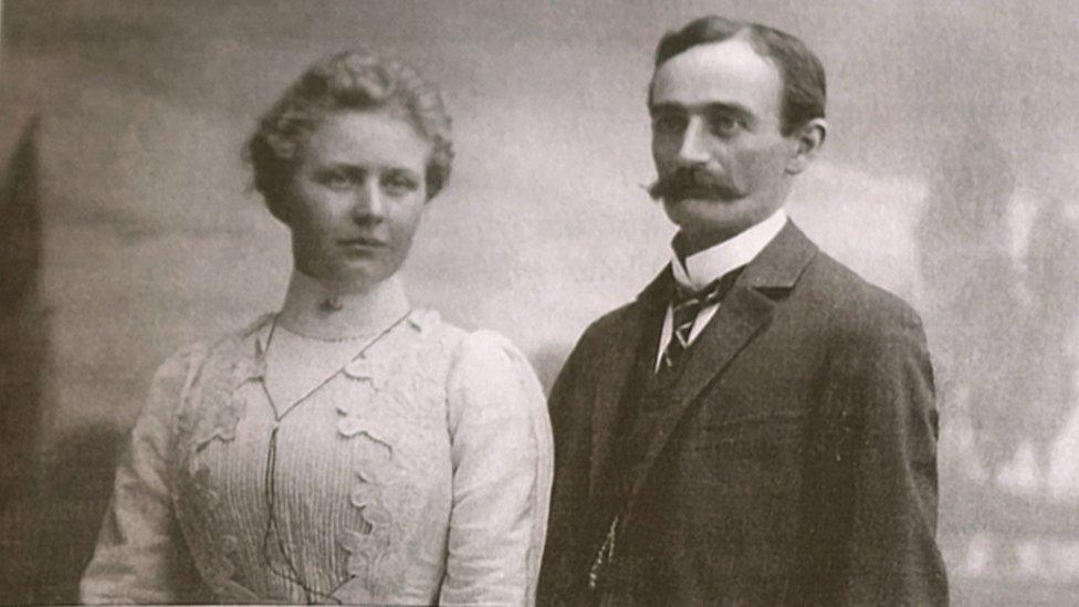 Elizabeth Christ y Frederick Trump.