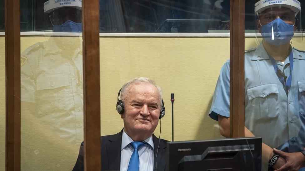 Ratko Mladić u Hagu na izgricanju presude