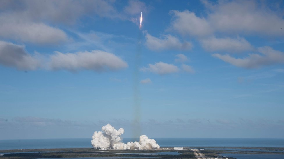 Falcon Heavy lifts off from Kennedy Air Base in Florida