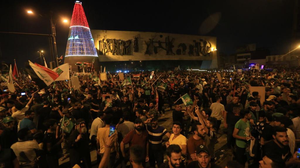 أنصار مقتدى الصدر يحتفلون بتصدر التيار النتائج الأولية للانتخابات التشريعية 2021