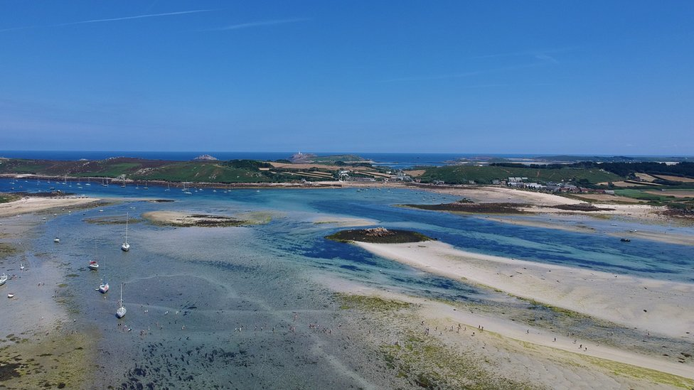 Low tide between Bryher and Tresco