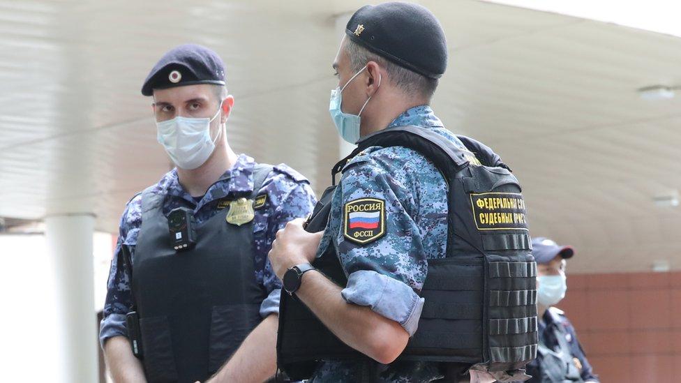 В Москве заочно арестовали подозреваемого в убийстве банкира и его семьи
