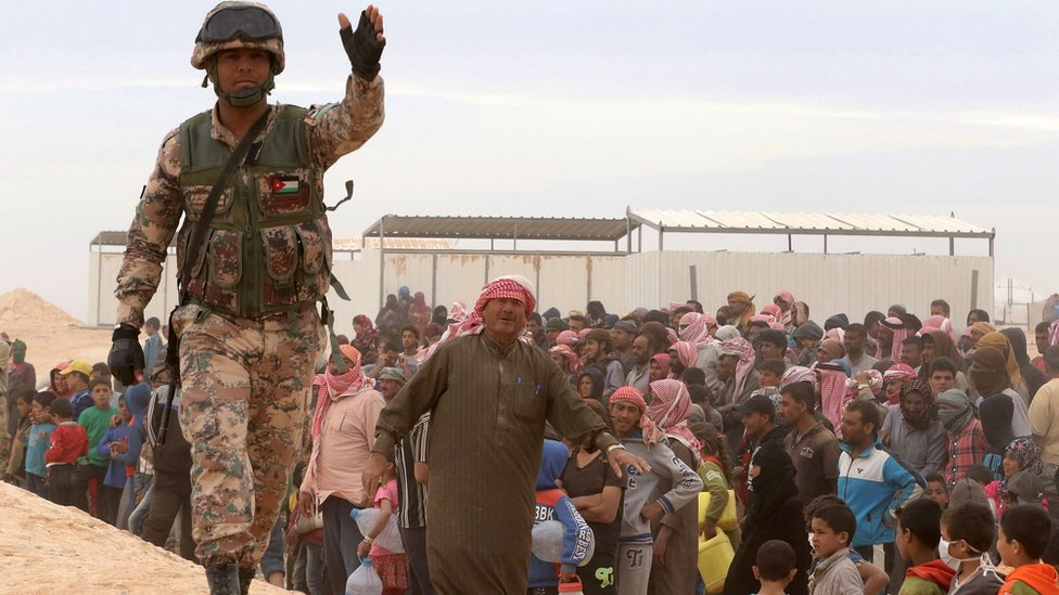 Jordanian soldier stands guard as Syrian refugees arrive at camp at al-Hadalat crossing point in Ruwaished, on May 4, 2016