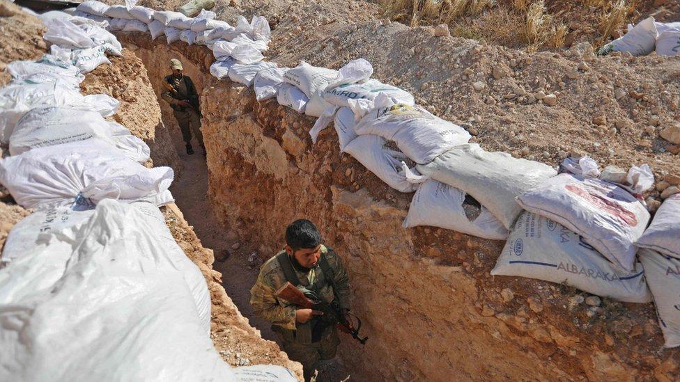 Combatientes del Frente para la Liberación de Siria se preparan para un ataque, el 31 de agosto de 2018.