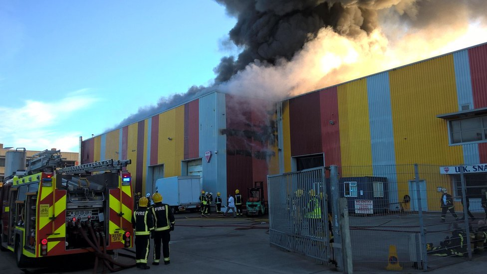 Leyton fire: Dozens of firefighters tackle warehouse blaze