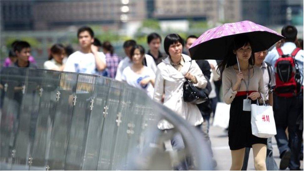 صينيون في الشارع