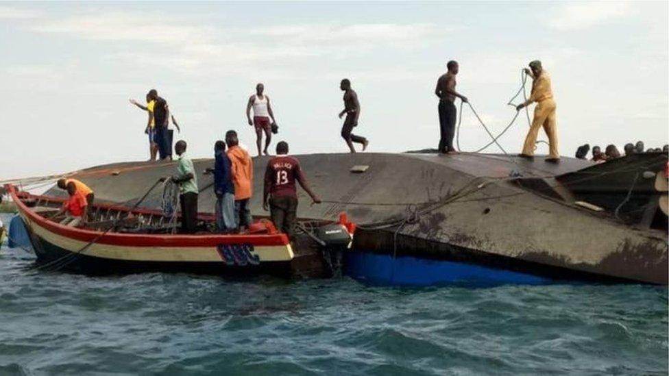 На озері Вікторія перекинувся пором: потонули десятки людей