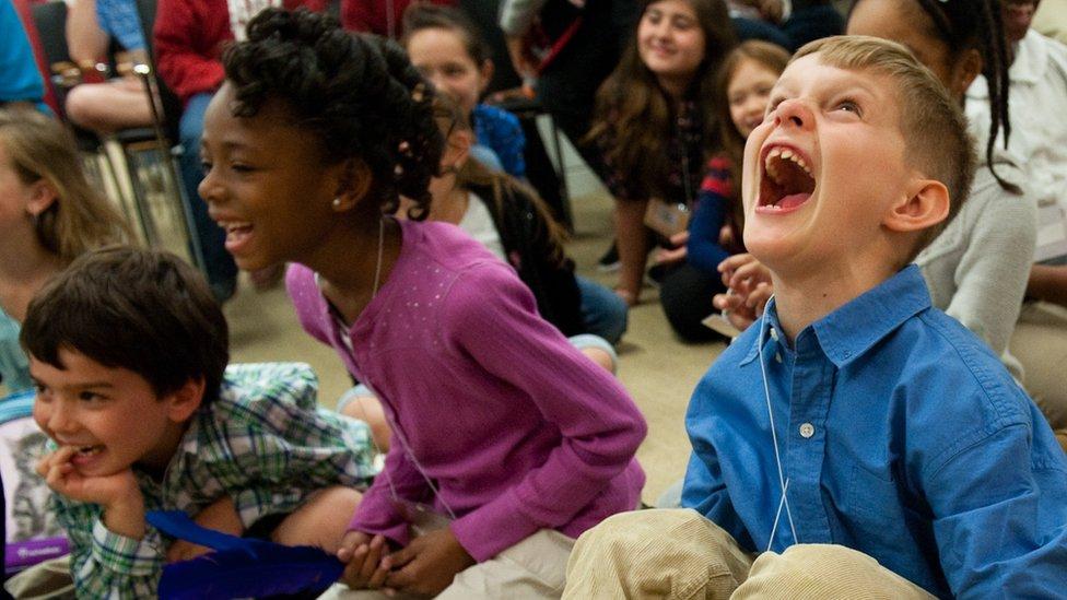Deca vole da se smeju