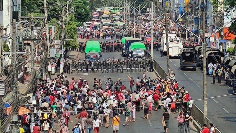 مظاهرة ضد الانقلاب العسكري في يانغون