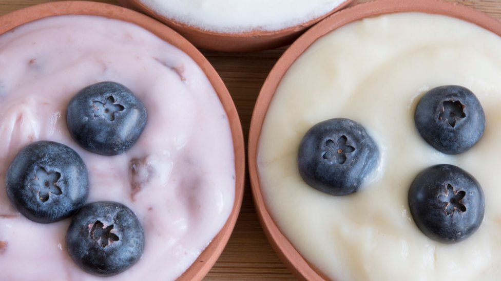 Foto de yogurt con arándanos.