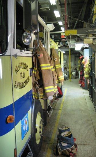 Un camión de bomberos de la estación McMurdo.