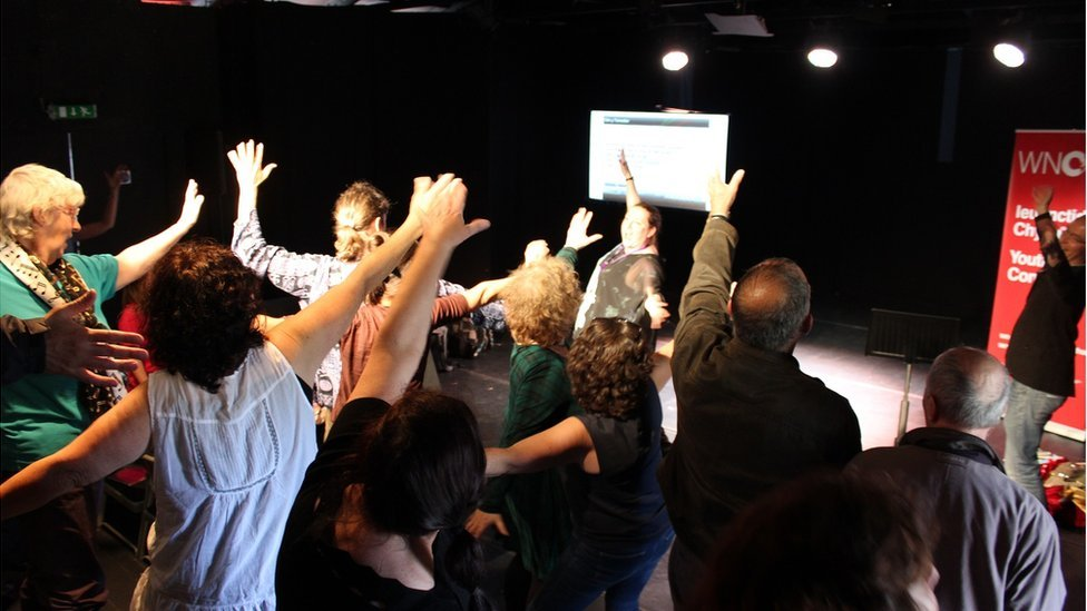 Gweithdy Opera Cymru yn y Cwt Drama // An opera workshop in full swing