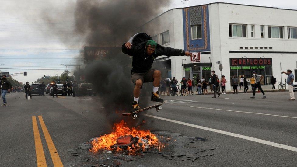 الاحتجاجات مستمرة منذ أيام بسبب وفاة فلويد أثناء اعتقاله