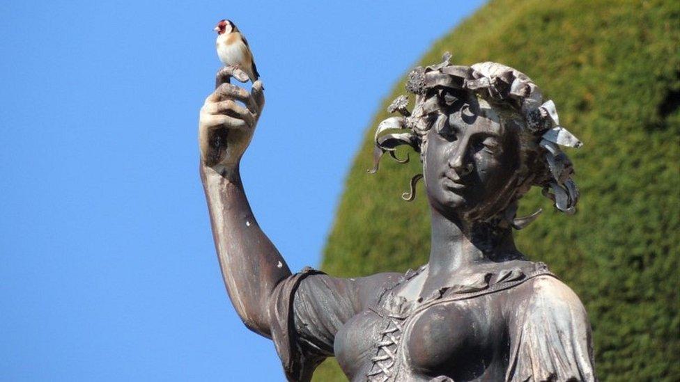 波伊斯城堡花園內有許多雕塑
