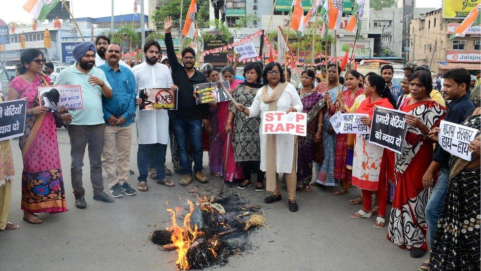 賈坎德邦五名NGO成員遭輪姦事件引發示威