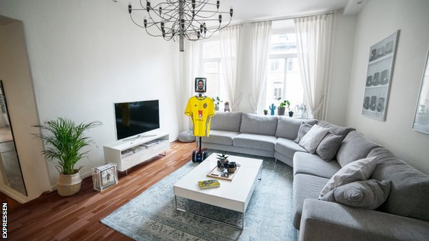 'Take care of the flowers' - Sweden fan house-sits striker's apartment
