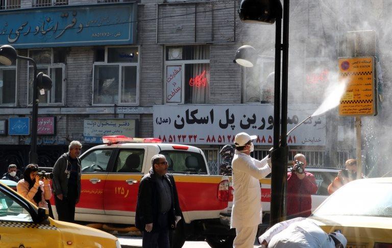 İran'da parlamentonun yüzde 8'inin koronavirüs kaptığı söyleniyor