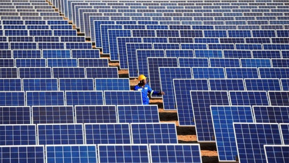 Un campo de energía solar