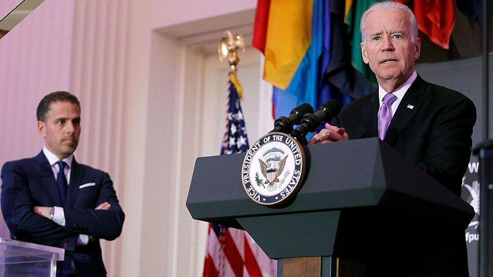 Award ceremony picture of Joe and Hunter Biden