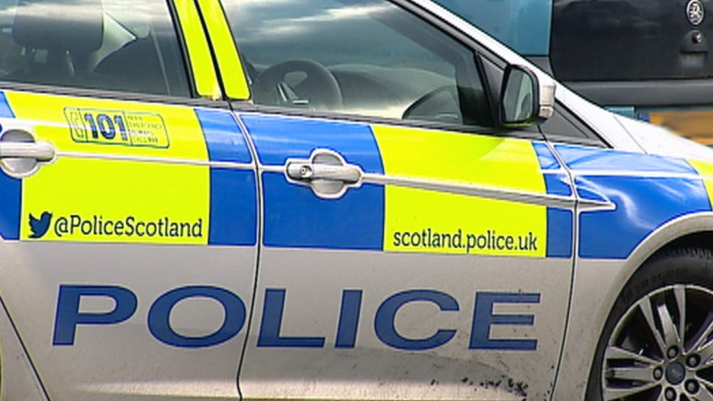 Man attacked with metal pole in Glasgow street