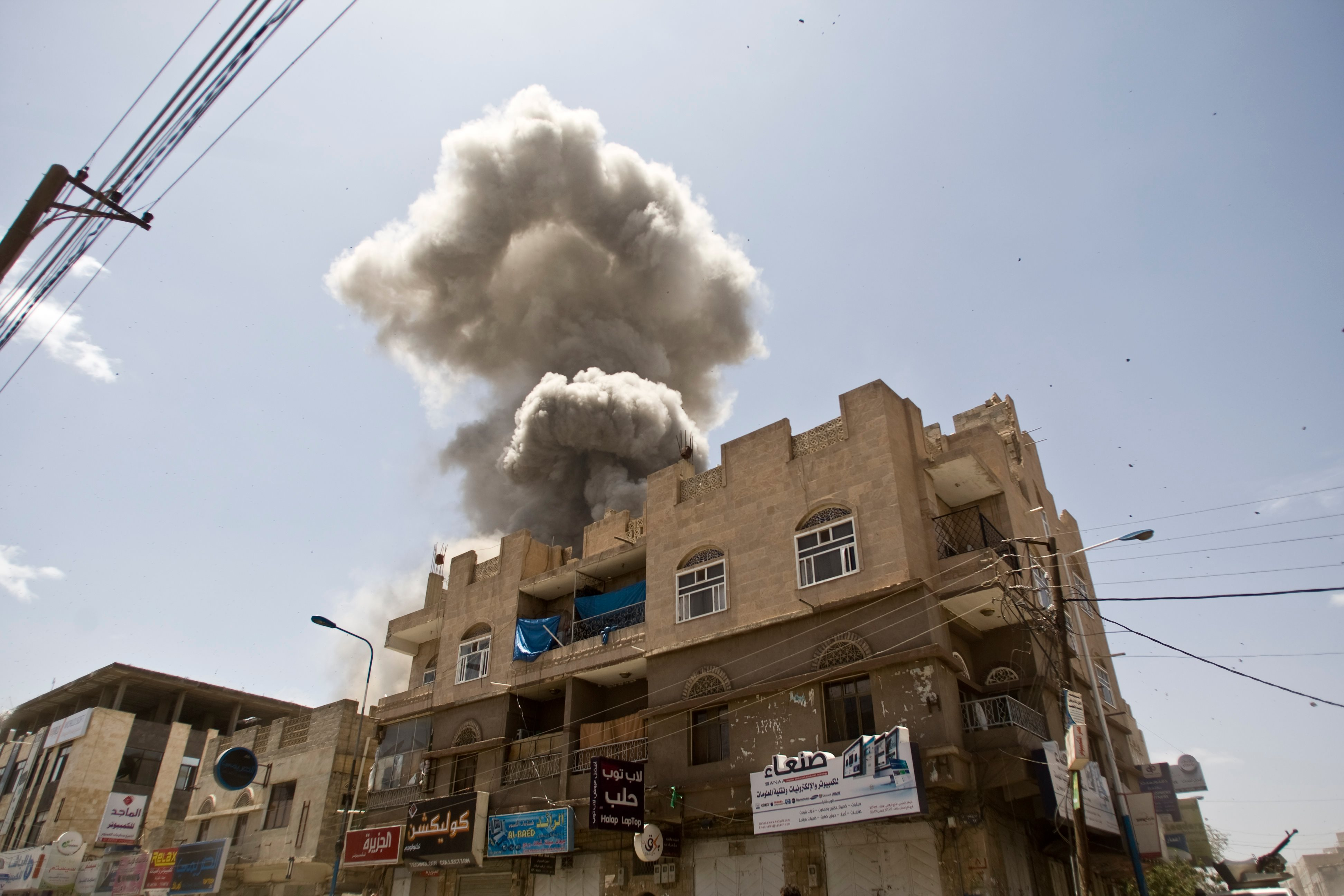 Smoke rises from a house of former President Ali Abdullah Saleh after a Saudi-led coalition air strike in Sanaa, Yemen (10 May 2015)