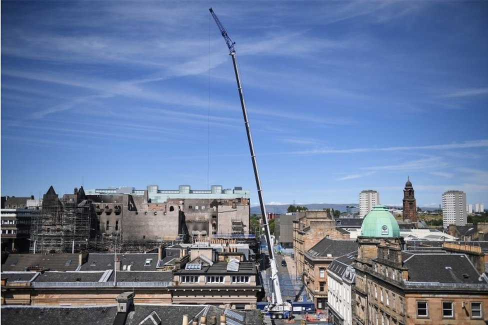 The main crane is positioned in Sauchiehall Street at the junction with Dalhousie Street