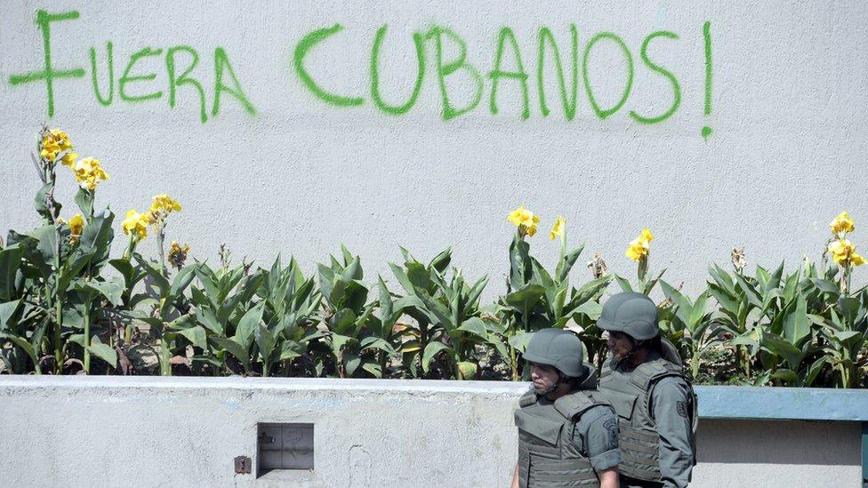La oposición en Venezuela cuestiona el rol que juegan los asesores cubanos en temas de seguridad y defensa.