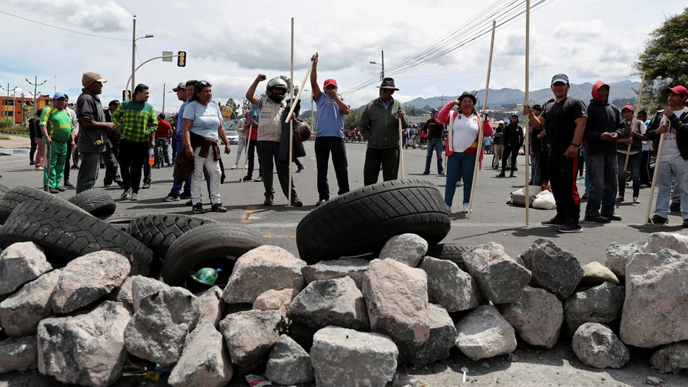 Bloqueo de carretera en una provincia de Ecuador
