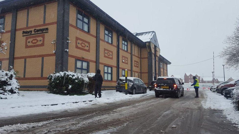 UK snow: Yorkshire ambulance service declares 'major incident' thumbnail