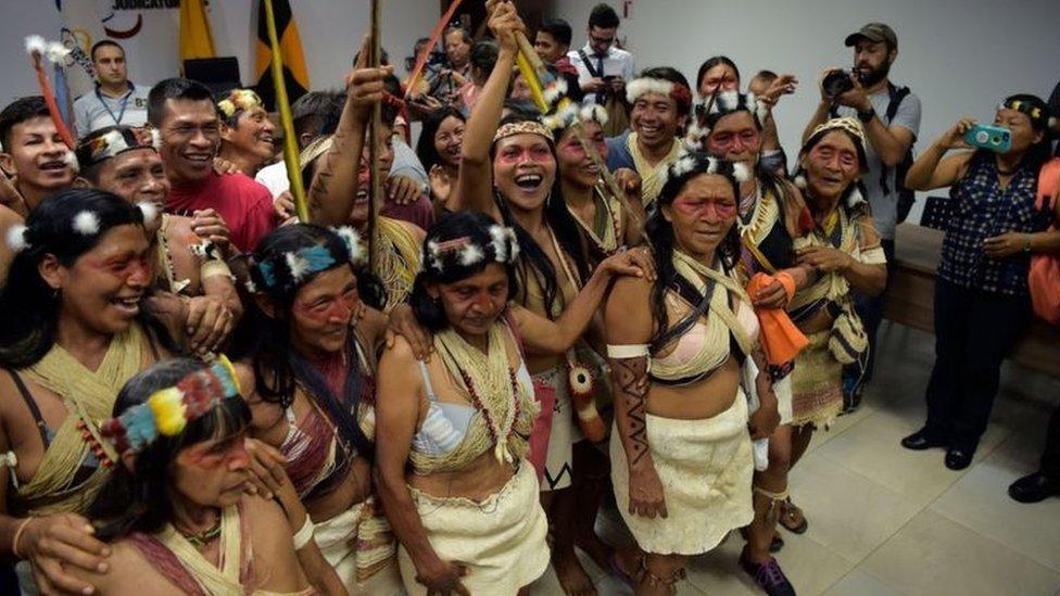 Nenquimo ve Waoraniler mahkeme kararını sevinçle kutladılar