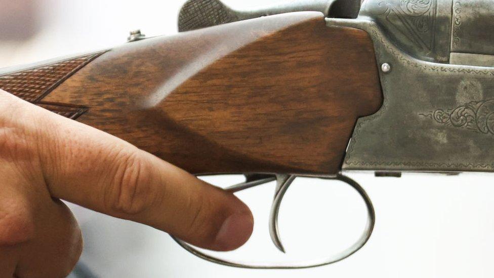 В школе под Пермью шестиклассник устроил стрельбу. Директор уговорила его сдаться