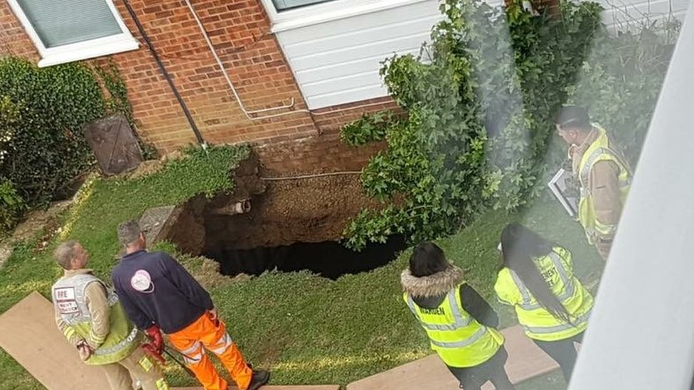 St Albans sinkhole flats 'not ready' for Christmas