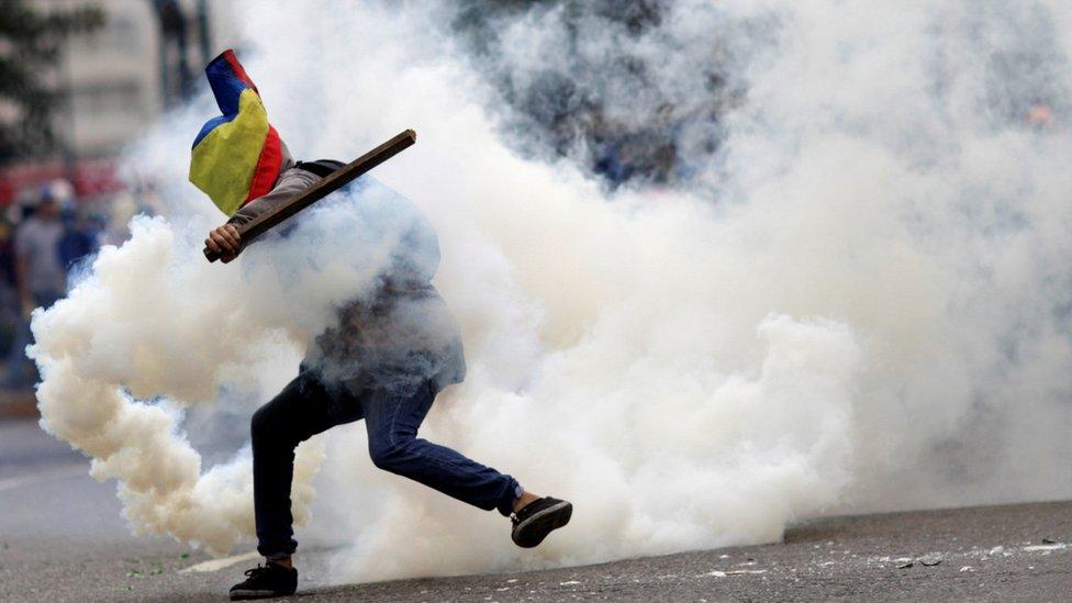 Ribuan warga Venezuela ditahan saat unjuk rasa anti pemerintah di tahun 2014 dan 2017.